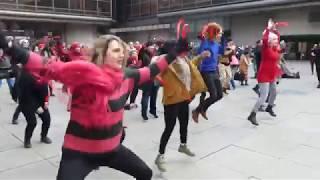 Flashmob proti násilí na Piazzettě Národního divadla (Praha, 14.02.18).