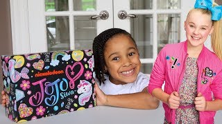 Unboxing the JoJo Siwa Box | FamousTubeKIDS