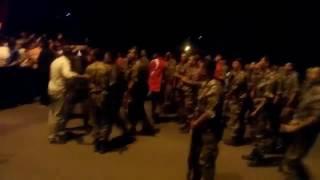 İstanbul Sultanbeyli'de darbeciler tarafından kandırılmış askerleri halk durdurdu