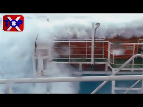 Monster wave Cargo Ships in storms