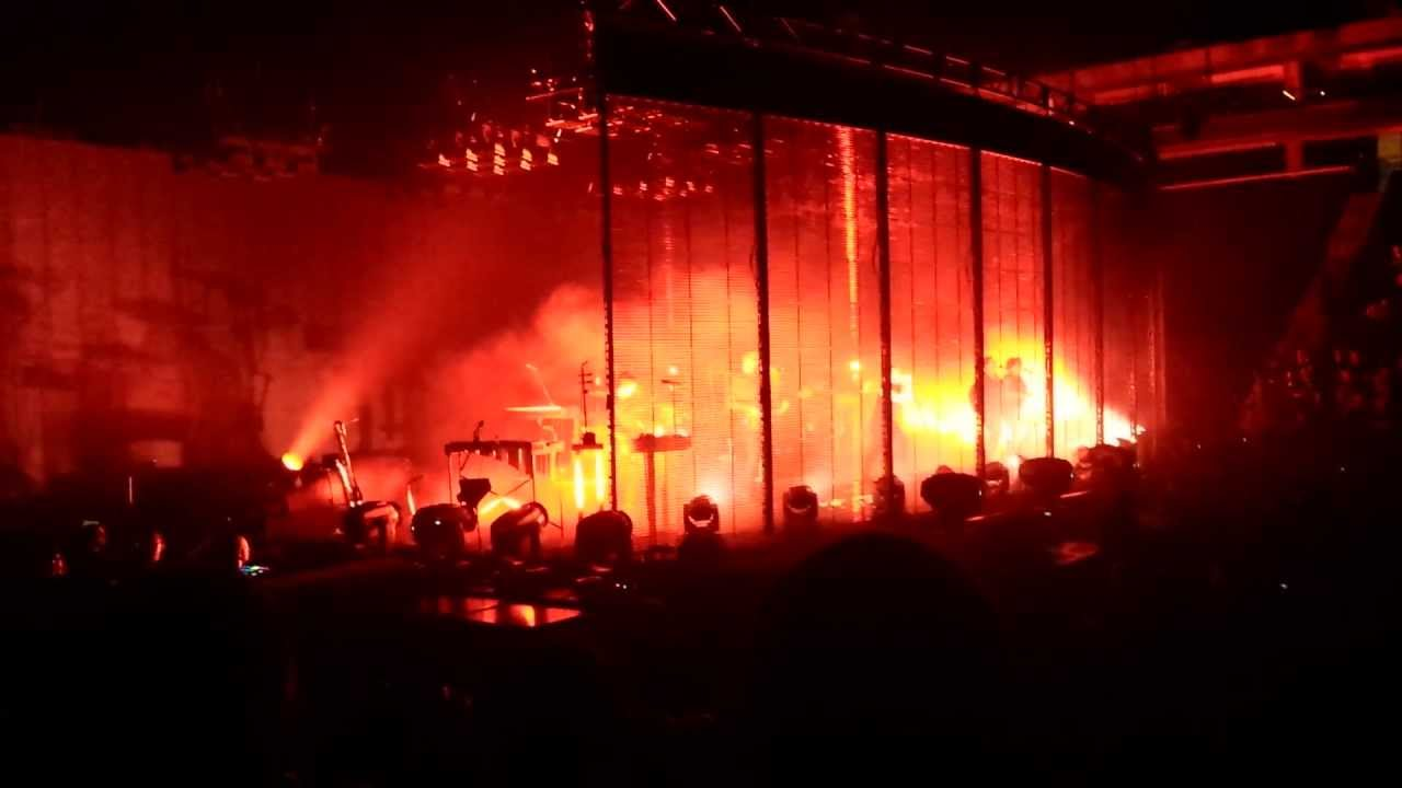 nine inch nails live: tension 2013 tour - ALL TIME LOW - St. Paul ...