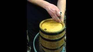Кран для бочки металлический(Комплектующие для винных бочек. Как правильно вставить кран в бочку дубовую. Заказывайте на сайте Приватна..., 2016-02-15T09:50:17.000Z)