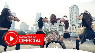 [3.44 MB] Devy Berlian - PHP ( Pemberi Harapan Palsu ) Remix Version - Official Music Video - NAGASWARA