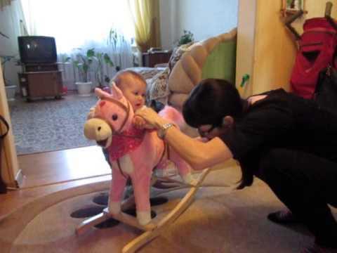 Лошадка качалка для детей DADA ROCKIE со звуком - YouTube