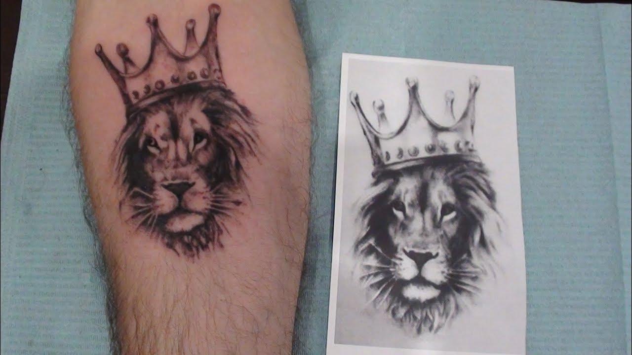 тату лев Tattoo Lion In The Caron