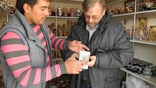 Как правильно считать Узбекские деньги! Ржака! Смотреть всем!)))(1 рубль равен примерно 68 узбекским сомам. Как то надо считать эти пачки денег. Парень в сувенирной лавке..., 2013-11-16T17:04:12.000Z)