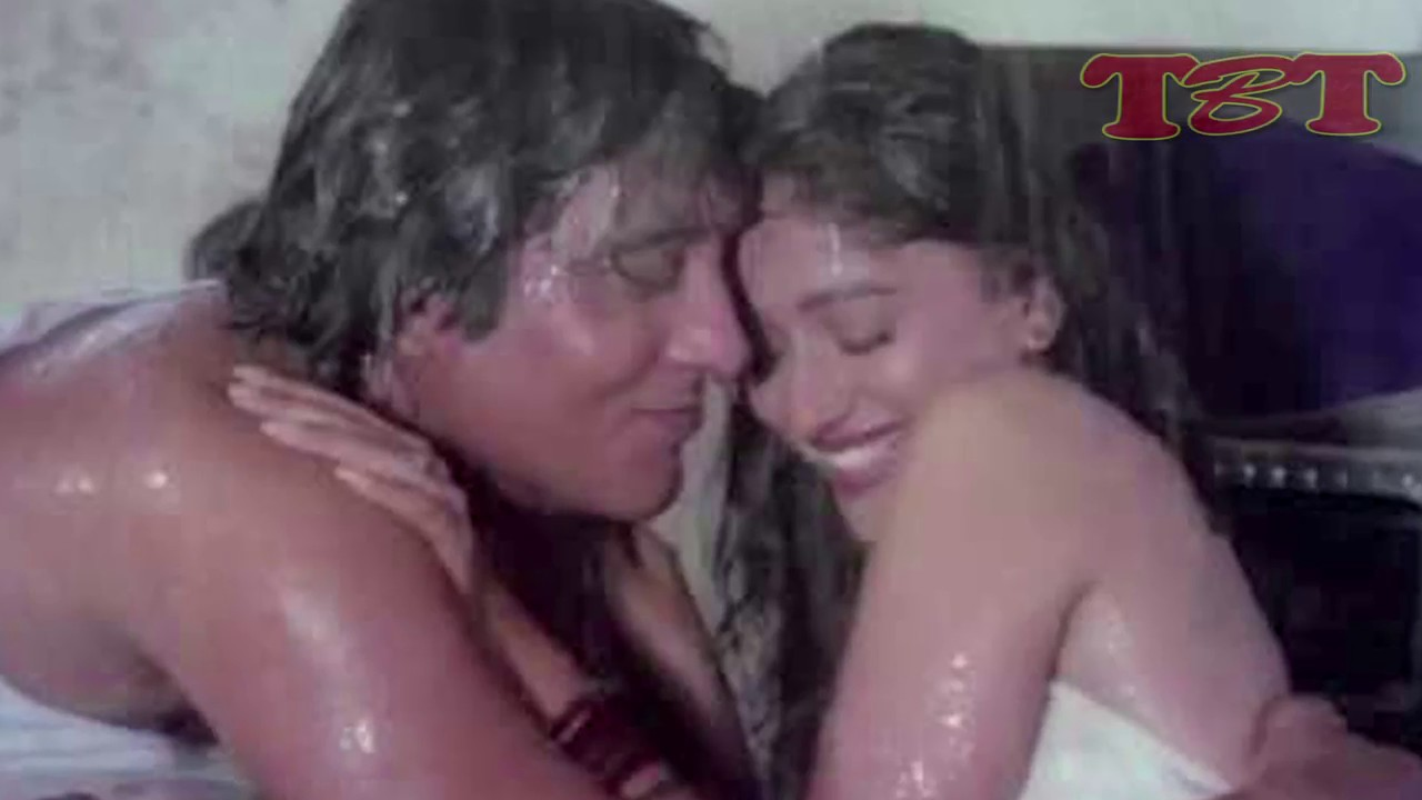 Omg Madhuri Dixit And Vinod Khanna Hot Kissing Scene