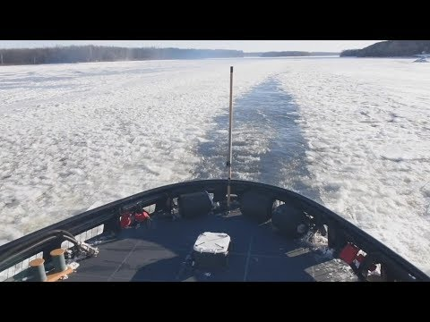 ICE BREAKING on the HUDSON RIVER! (140-foot Coast Guard ICEBREAKER conducts crucial operation.)