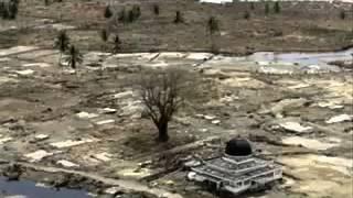 Мечеть после цунами.Чудо!(Цунами уничтожило всё, кроме Мечетей., 2013-02-02T14:13:33.000Z)