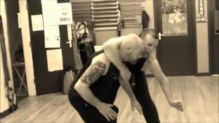 Кунг фу уроки з Америки / Combat Kung Fu / Изучаем приемы кунг фу(Кунг фу уроки вивчають у школі кунг фу «Combat Kung Fu» м. Довер штату Делавер у США. Деякі прийоми кунг фу, які..., 2016-02-12T20:50:52.000Z)