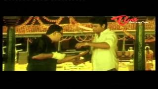 Madhavan Presents KamaSutra Book To Anushka - NavvulaTV