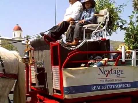 Swallows Parade 2013 - Video - Nextage realty staff builds and rides a float.