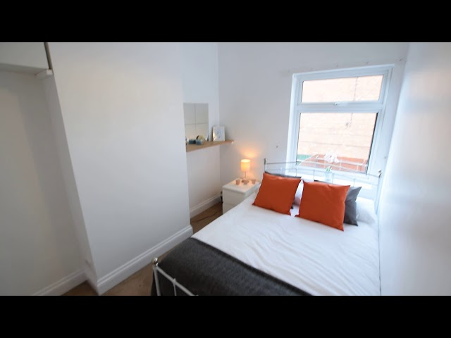 50% off 1St Month in Lovely Bed House Share - B67 Main Photo