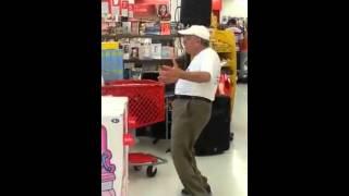 Abuelo  Bailando Britney Spears ...