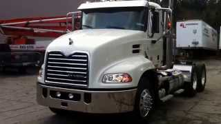 2015 Mack Pinnacle CXU613 Day Cab