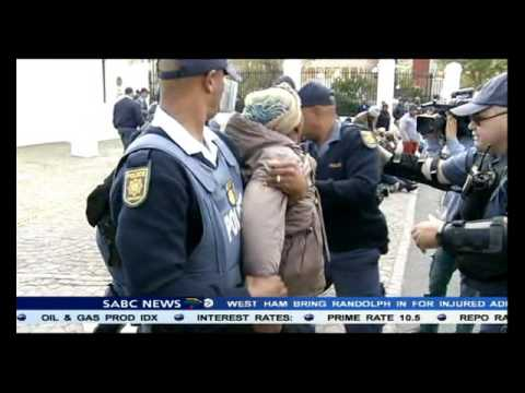 Former Ciskei Transport Corporation pensioners blockade parly gates