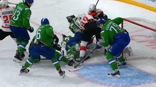 Metsola gloves Dedunov shot
