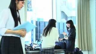 転校生役の本郷李來はモデルで、実は「2013年ミス・インターナショナル...