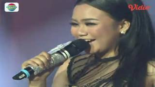 Download Video Aulia (Pontianak) feat Angels Percussion - Makan Darah (D'Academy 4 - Konser Final Top 4 Result) MP3 3GP MP4