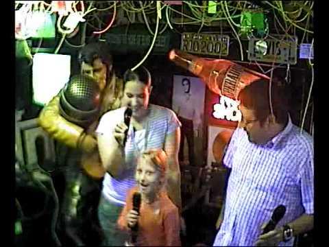 Blinker & Ela singen das Fliegerlied im Karaoke Fun Pub Stuttgart http://www.funpub.de