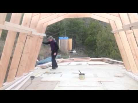 How a self reliant woman sets homemade gambrel roof for Prefab gambrel roof trusses