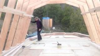 How a Self-Reliant woman sets Homemade Gambrel Roof Trusses