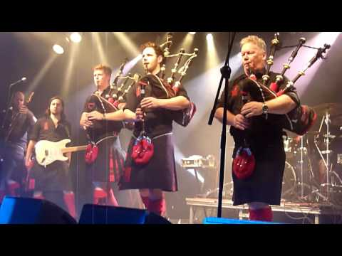 Red Hot Chilli Pipers - Crooked Bridge / Auld Lang Syne @ Nürnberg, Hirsch 15.11.2016 (18)