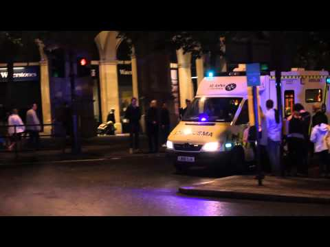 *RARE* British Transport Police escorting St John Ambulance using two tone horns [HD]