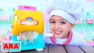 فلاد ونيكيتا يتظاهر باللعب بألعاب الطهي