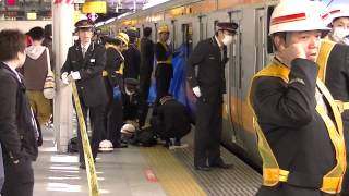Repeat youtube video accident! 人身事故発生直後で 緊迫の新宿駅プラットホーム
