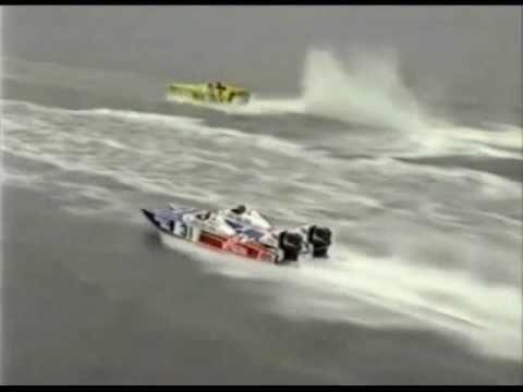 Offshore Powerboat Racing Cat v Mono!
