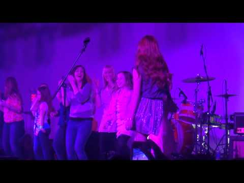 Exclusive: Bella Thorne Performs