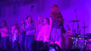 "Exclusive: Bella Thorne Performs ""TTYLXOX"" At IPlay America!"