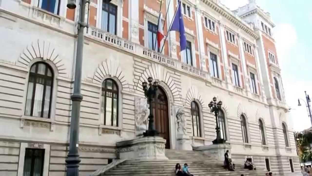 Roma piazza parlamento con palazzo montecitorio visto dal for Parlamento montecitorio