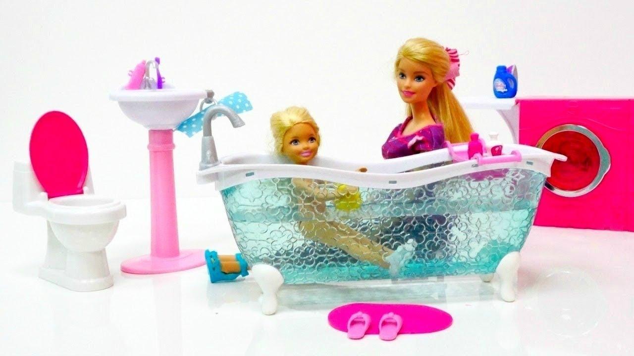 Cuarto de baño nuevo. Barbie vídeos en español - YouTube