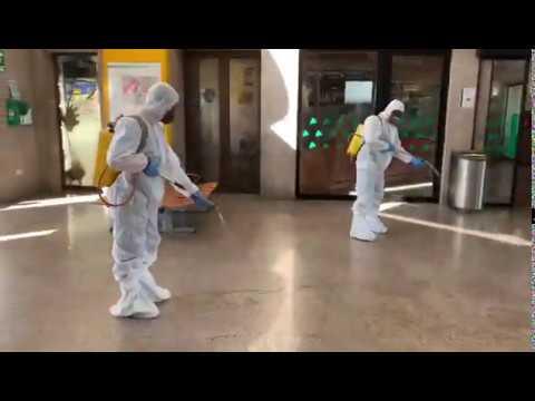 Os militares desinfectan a estación de Pontevedra