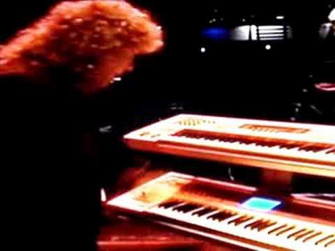 Jim Gilmour (Saga) - Explains Korg Keyboards