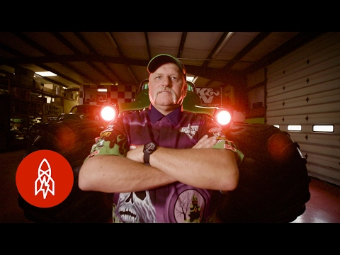 GRAVE DIGGER: The Definition of a Monster Truck