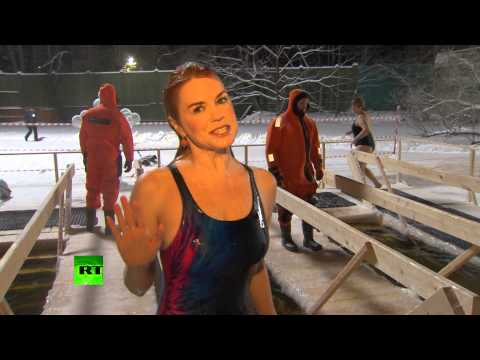 Chilling video: RT\'s correspondent plunges into icy waters on Epiphany