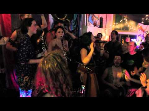 Yoshke and the Wolves (feat. Luna Silva) - Opa Cupa (Live @ Passing Clouds)