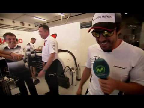 Fernando Alonso nos enseña desde dentro el box de McLaren.