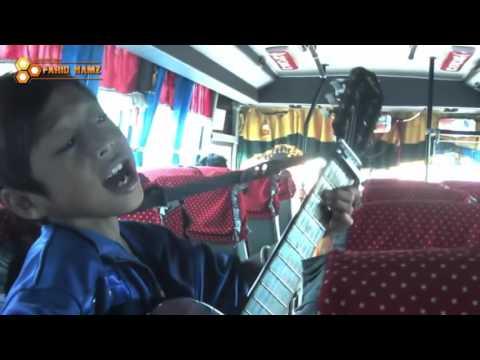 Farizal Nyanyi lagu Resah Opick lagu religi di Bis Bikin Hati Adem !!