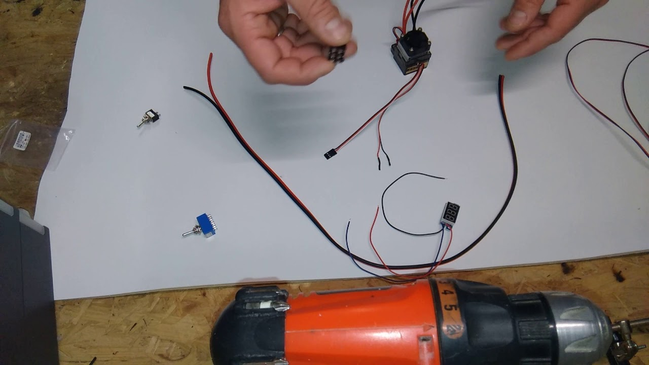 Aufbau Futterboot Verkabelung Akku Fahrregler zusatz Voltmeter - YouTube