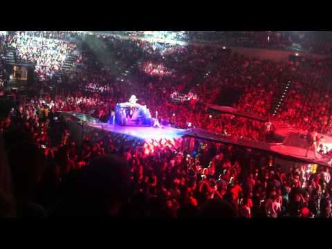 Lady Gaga - Led Zeppelin Cover ( Live @ Prague 2014)