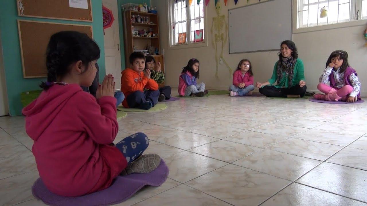 Sin notas: la escuela de Villa Alemana que enseña a través del yoga y la meditación