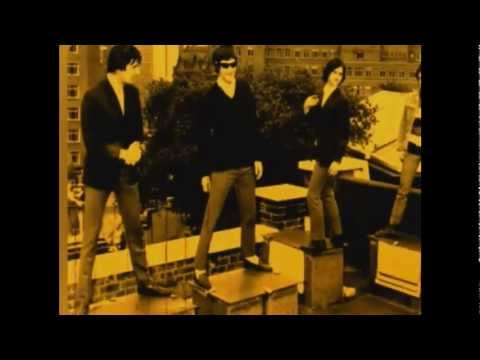 THE KINKS - LOLA (the great live version)
