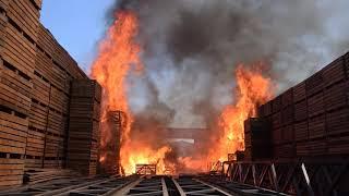 Рятувальники ліквідували пожежу складських приміщень