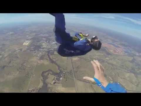 GUY HAS SEIZURE WHILE SKYDIVING video