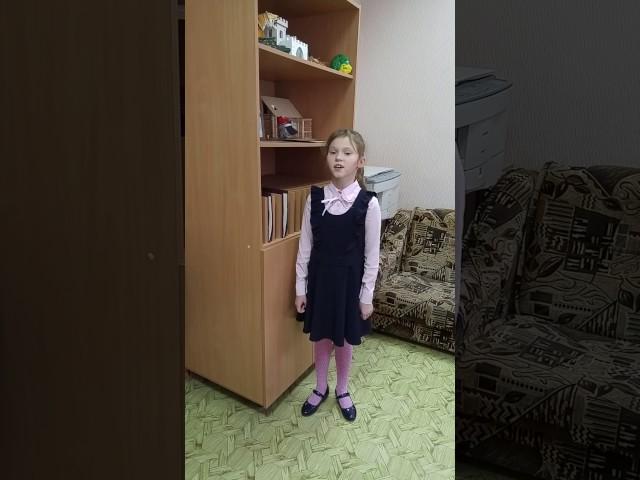 Изображение предпросмотра прочтения – ВераИванова читает произведение «Ворона и Лисица» И.А.Крылова