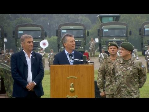 El presidente Macri entrega materiales y equipamiento militar al Ejército